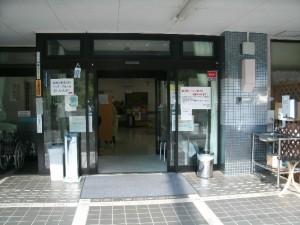 病院入り口